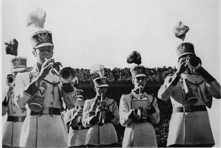 """1940 """"singing"""" band"""